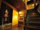 2階席へ続く上がり框。柱や地板にも 伝統の味わいがある。