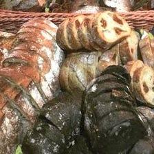 毎日焼き立て!!大好評自家製パン3種