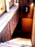 地下1階店舗への階段