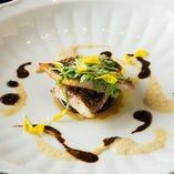 長浜市場より仕入れる鮮魚をお洒落に盛り付け