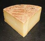 トム ド サヴォワ(フランス産、牛乳製、圧搾タイプ)