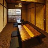 お座敷席【2~4名様×4卓】靴をぬいでゆったりとくつろげる2階のお席