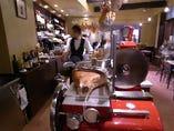 厨房はオープン。職人のパフォーマンスがよく見えます!