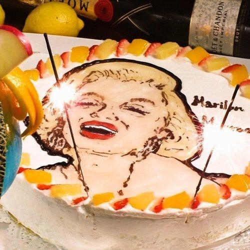 似顔絵ケーキでサプライズ