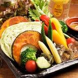 【お野菜】 色とりどりのお野菜は四季折々の地元の味です