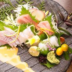 旬の鮮魚 御造里盛合せ 季節の醤油添え