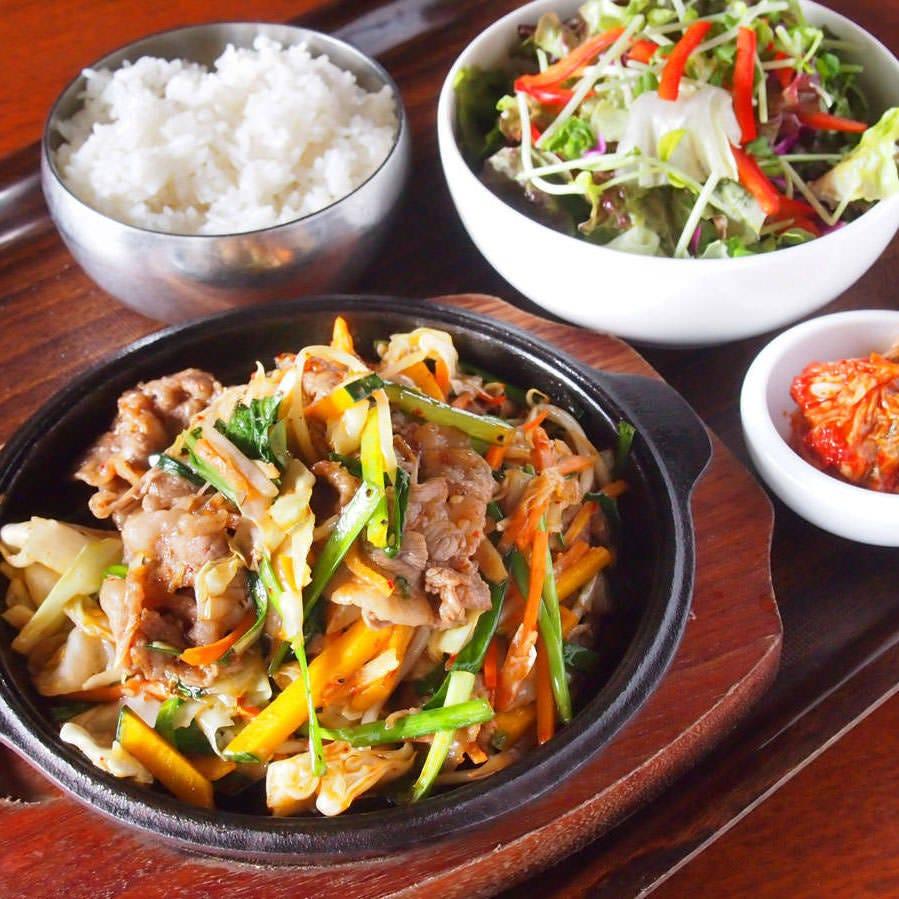 【鉄板プルコギ】 たっぷり野菜と牛肉の甘辛料理!!