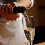 当店の日本酒(180ml)は、シャンパングラスにてご提供