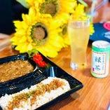 牛すじカレー(緑茶付き)