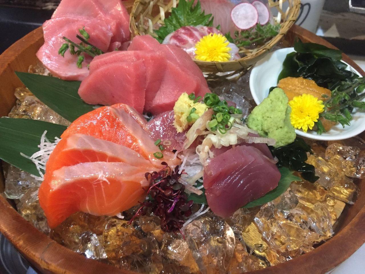 豪快な鮮魚のお造り盛り合わせ