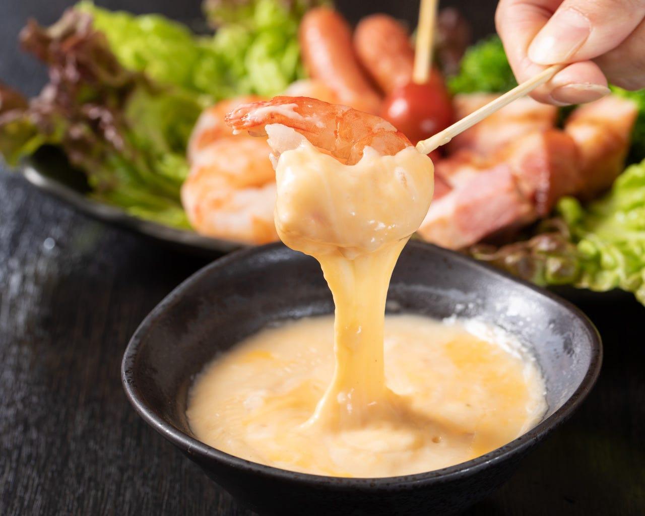 新鮮な素材をアツアツのチーズにディップ!新メニュー続々登場