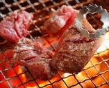 全席無煙ロースター炭火は 食材に旨味を閉じ込めます