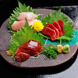 朝引きの大和肉鶏は刺身や串焼きなどでお召し上がりいただけます