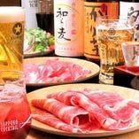 アルコール飲み放題が980円。お昼や夕方からでも承ります。