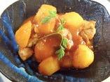 地鶏の唐揚げと芋のオランダ煮(トマトソース)