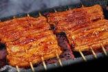 鹿児島産の鰻を東京風で焼き上げます。