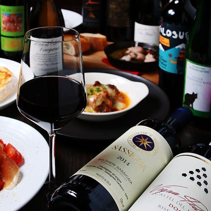 当店選りすぐりの世界各地のワインをグラスで気軽に飲み比べ♪