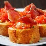 トマトと生ハムのブルスケッタ