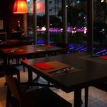 テーブル席(~4名様×7卓、~6名様×1卓)