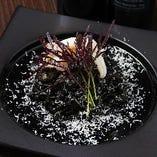 【リングイーネ】鳥取県産ヤリイカを丸ごと一杯使ったイカスミパスタ