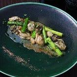 日生牡蠣とアスパラのガーリックソテー