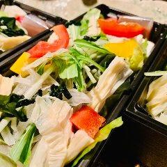 湯葉と野菜の茶蕎麦サラダ