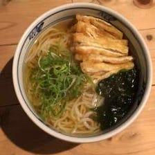 ■出汁と細麺が調和した大阪のうどん