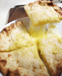 カレーに合うのはやはりナンです。チーズナンがとろける~!!