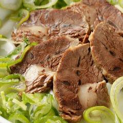 ソルロンタン(牛骨とスネ肉を長時間煮込んだ真っ白なスープ)