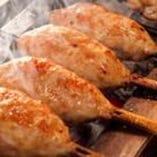 名物◆誰もが注文!新鮮肉を練って生で焼く必食『生つくね』