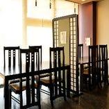 1階:テーブル席(4名様×2卓)
