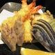 揚げたての天ぷらをお塩とレモンで召し上がっていただきます。