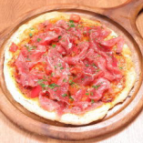 生ハムたっぷり生トマトのピッツァ