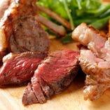 熾火(おきび)利用してじんわりと火入れする肉料理がおすすめ