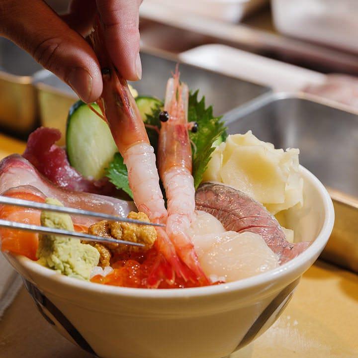 丼ものや定食が豊富なランチメニュー。新鮮なお刺身も自慢です!