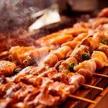 【熟練の技】 旨味を逃さぬように匠の技で焼き上げる鶏焼は必食