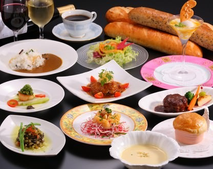 季節の小皿コースで多彩な料理を堪能
