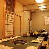 京都の茶室をイメージした、落ち着きのある店内。全席完全個室