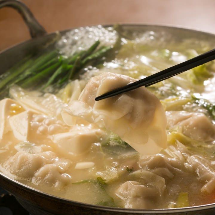 特製もつ鍋と豚骨水餃子鍋と鶏チゲ鍋