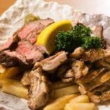 肉好きに堪らない「特選三種豪快肉盛り合わせ」