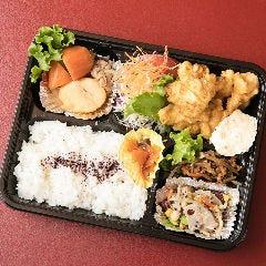 【お昼限定】ランチ弁当 (おかず盛り合わせ+ごはん)