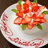 とってもかわいいメッセージ入りホールケーキで最高の記念日に♪