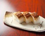 コースには、趣向を凝らした寿司が供されるのも特徴。