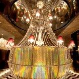 「ビッグシャンデリアシート」は、なんとお店の天井まで煌びやかにつながっているのよ♪