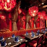 最大20名様まで可能な、女王様の寝室をイメージした「赤の寝室」