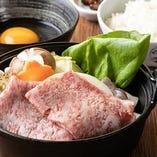 小鍋スタイルが好評!すき焼き鍋。甘めのダシ、肉、卵の三重奏