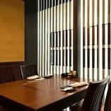 テーブル席は家族連れ、デート、ビジネス利用など様々なシーンに