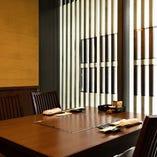 落ち着いた広々したテーブル席は家族連れ、デートのプライベート利用から職場や地域のお集まりまで