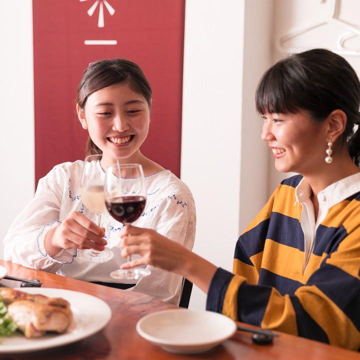 当店自慢の創作料理にお酒も加わって会話も弾むこと間違いなし