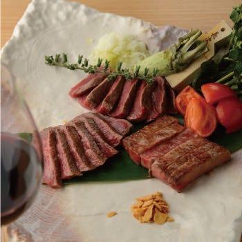 熟成赤身肉とサーロイン、フィレを一皿に盛り合せた贅沢な一品